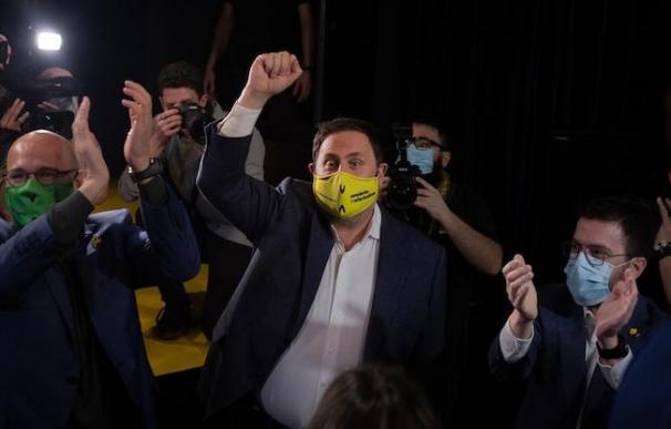 El líder de ERC, Oriol Junqueras, en un acto de campaña de ERC junto al exconseller Raül Romeva y el candidato de ERC a la Presidencia, Pere Aragonès.