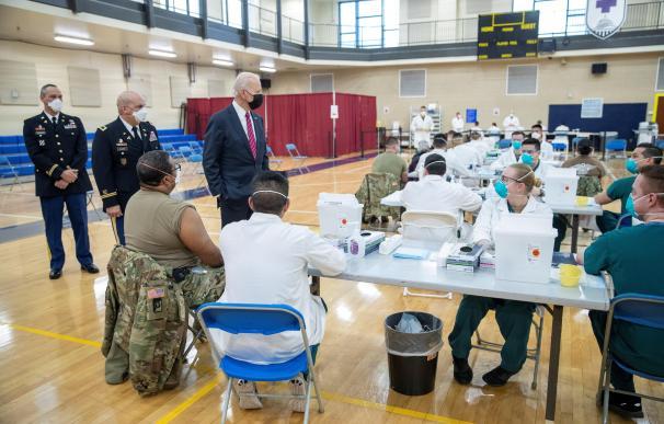 El presidente de Estados Unidos, Joe Biden, en su visita a un hospital militar esta semana.
