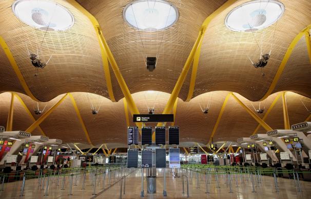 Instalaciones internas de la Terminal 4 del Aeropuerto Adolfo Suárez Madrid-Barajas un día después de efectuar el cierre total