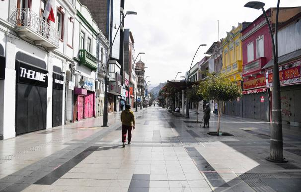 14 January 2021, Chile, Antofagasta: A general view of a nearly deserted street during the nationwide lockdown which is imposed by the government to curb the spread of the coronavirus (Covid-19) pandemic. Photo: Camilo Alfaro/Agencia Uno/dpa 14/1/2021 ONLY FOR USE IN SPAIN