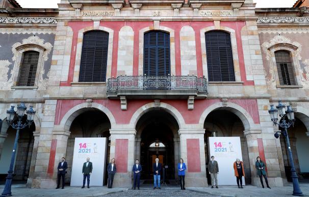 Los nueve candidatos a la Generalitat de Cataluña, en la tradicional foto conjunta de la víspera.
