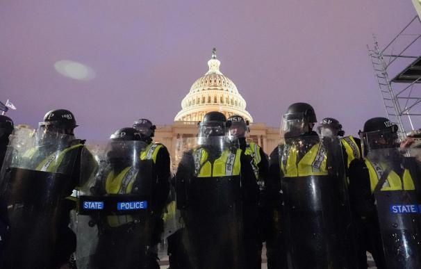 Policías asalto al Capitolio
