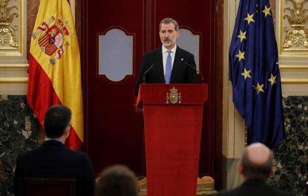 El rey Felipe VI ofrece un discurso durante la ceremonia que se celebra, este martes, en el Congreso de los Diputados con motivo del 40 aniversario del 23-F.