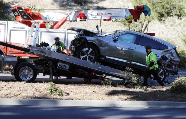 """El golfista Tiger Woods, que este martes sufrió un accidente de tráfico, se encuentra """"estable"""", aunque con """"heridas graves en ambas piernas"""""""