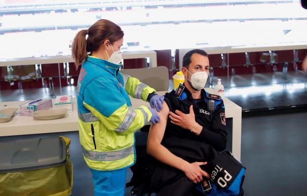 El Wanda Metropolitano recibe a varios colectivos de la Comunidad de Madrid para recibir la primera dosis de la vacuna contra la Covid-19.