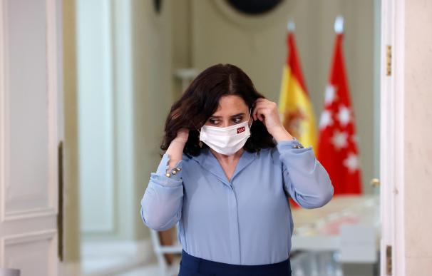 MADRID, 10/03/2021.- La presidenta madrileña, Isabel Díaz Ayuso (PP), antes de la rueda de prensa ofrecida en la sede de la Comunidad tras firmar hoy un decreto para convocar elecciones anticipadas el martes 4 de mayo en la Comunidad de Madrid, donde gobierna en coalición con Ciudadanos. EFE/ Zipi
