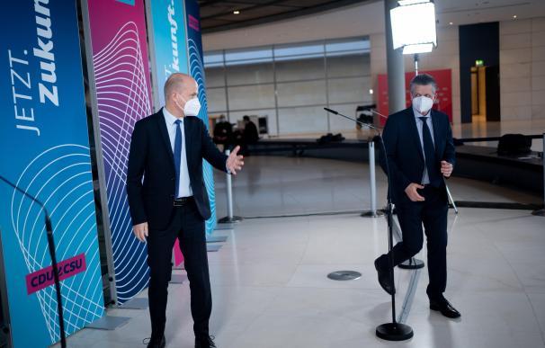 Los líderes parlamentarios de la CDU/CSU, Ralph Brinkhaus y Thorsten Frei.