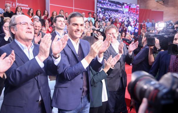 El presidente del Gobierno, Pedro Sánchez, junto al candidato socialista para Madrid, Ángel Gabilondo.