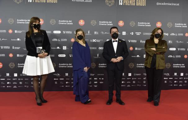 La presidenta del Parlament, Laura Borràs; la presidenta de la Acadèmia del Cinema Català, Isona Passola; el vicepresidente del Govern, Pere Aragonès, y la alcaldesa de Barcelona, Ada Colau.