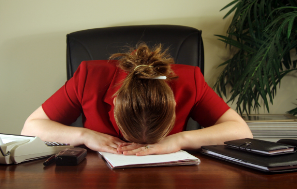 dormir trabajo empleado oficina