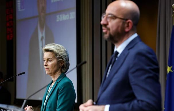 Bruselas eleva la presión sobre AstraZeneca en plena cuarta ola