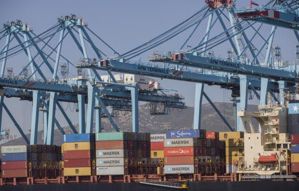 Terminal de contenedores del Puerto de Algeciras, tras la reanudación de la ruta Algeciras-Ceuta.