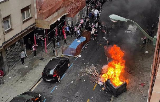 Incidentes en Licenciado Poza durante una concentración de aficionados del Athletic.