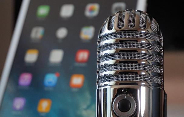 De Clubhouse a Facebook y Twitter: el negocio del audio cautiva a las 'big tech'