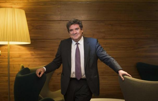 José Luis Escrivá Belmonte, ministro de Inclusión, Seguridad Social y Migraciones, durante su visita a Zaragoza