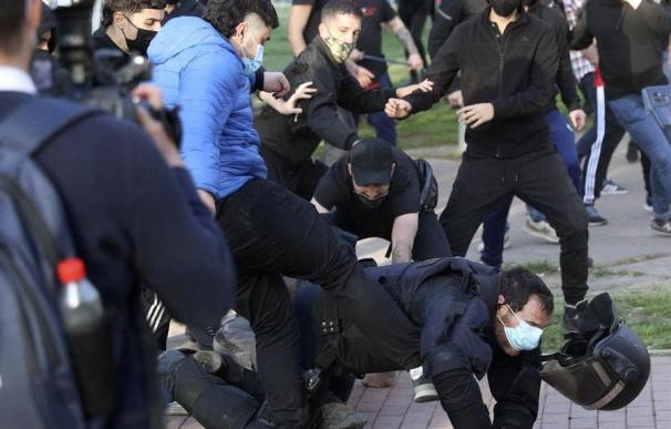 La Policía ha detenido al joven que propinó una patada a un agente de los antidisturbios durante los incidentes del pasado miércoles en le barrio de Vallecas por la celebración de un mitin de precampaña electoral de Vox.