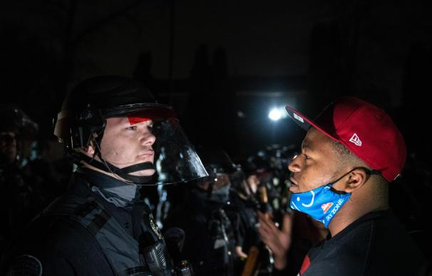Mineapolis enfrentamientos por la noche