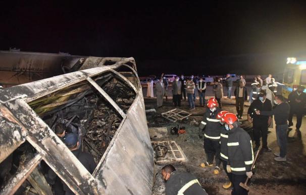 Al menos 20 fallecidos al colisionar un autobús y un camión en el sur de Egipto