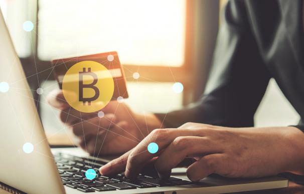 Determinar el precio del bitcoin.