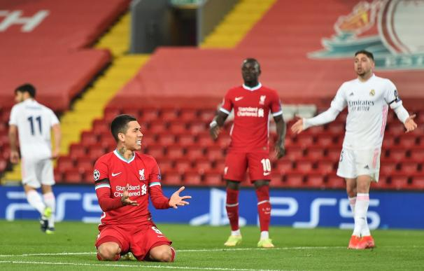Liverpool (United Kingdom), 14/04/2021.- Liverpool's Roberto Firmino reacts during the UEFA Champions League quarter final, second leg soccer match between Liverpool FC and Real Madrid in Liverpool, Britain, 14 April 2021. (Liga de Campeones, Reino Unido) EFE/EPA/Peter Powell