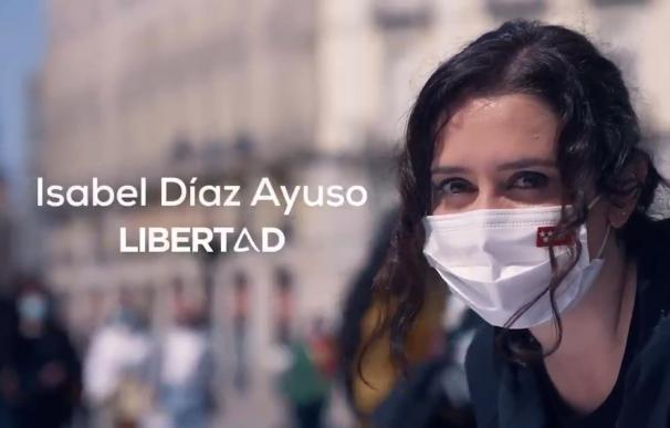 Ayuso 'camufla' las siglas del PP y se lanza a pescar votantes de PSOE y Vox