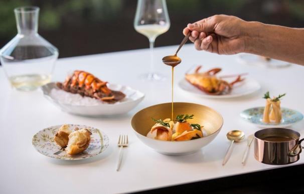 Plato de la oferta gastronómica diseñada por el chef Quique Dacosta para el Mandarin Oriental Ritz, Madrid