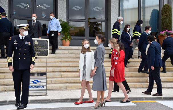 El Rey Felipe VI, la Princesa Leonor, la Reina Letizia y la Infanta Sofía a su llegada al astillero de Navintia
