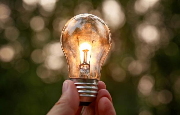 Sube el precio de la luz en la factura de abril.