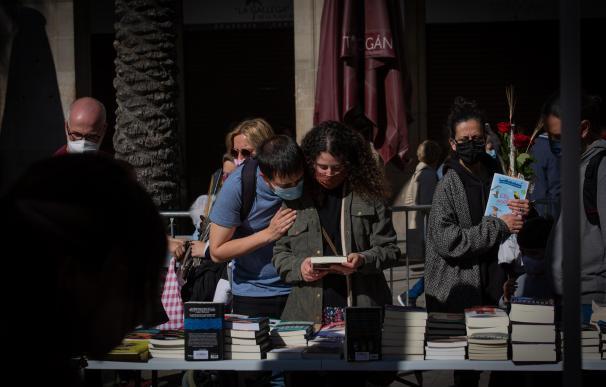 Parada de libros durante la Diada de Sant Jordi.