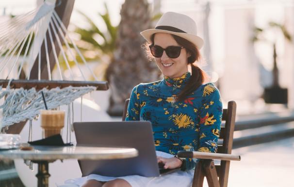 La tendencia del 'workation' que combina trabajo y vacaciones.