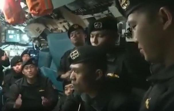 Marineros cantando en el submarino antes del trágico accidente