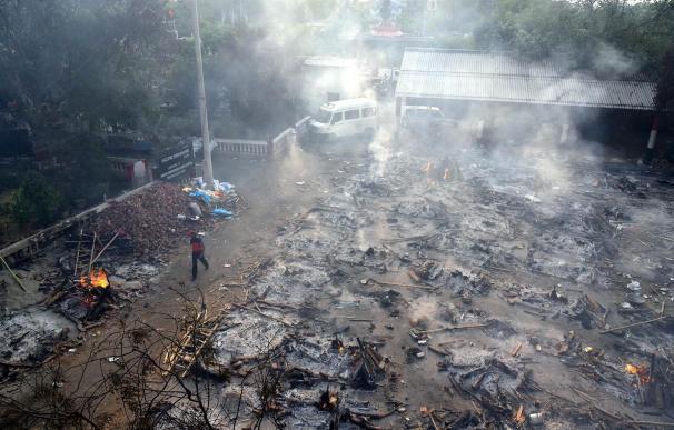 Un crematorio improvisado en India
