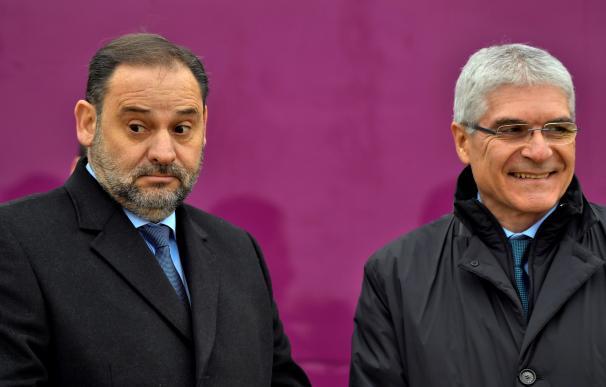El ministro de Transportes, José Luis Ábalos, y el presidente de Renfe, Isaías Táboas