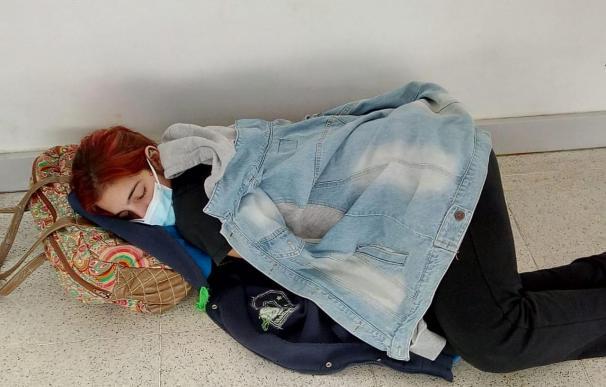 Lara Arreguiz, la joven que murió por Covid en Argentina y esperó horas en el suelo para ser atendida.