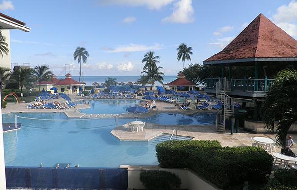 Piscina de un hotel en Bahamas