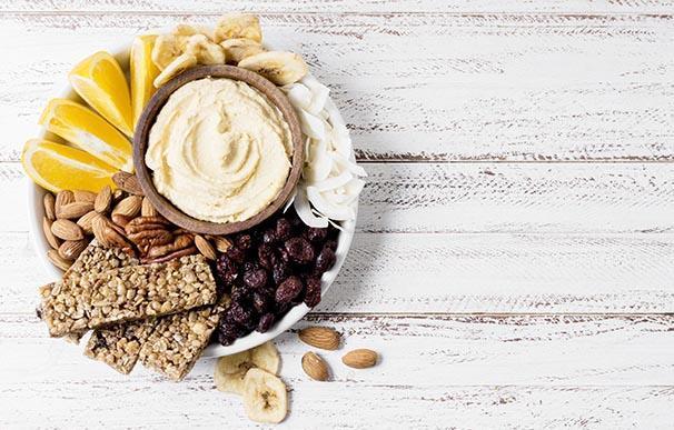 Untable vegetal con variedad de nueces y barras de cereal