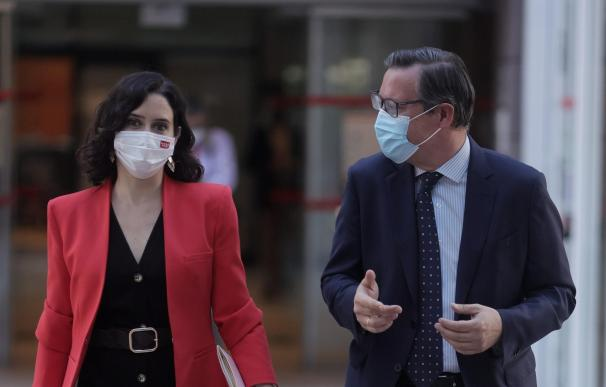 Isabel Díaz Ayuso junto a Alfonso Serrano
