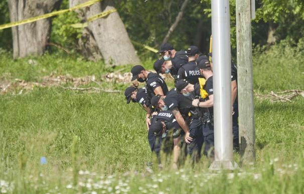 Policía de Canadá investiga la escena del atropello