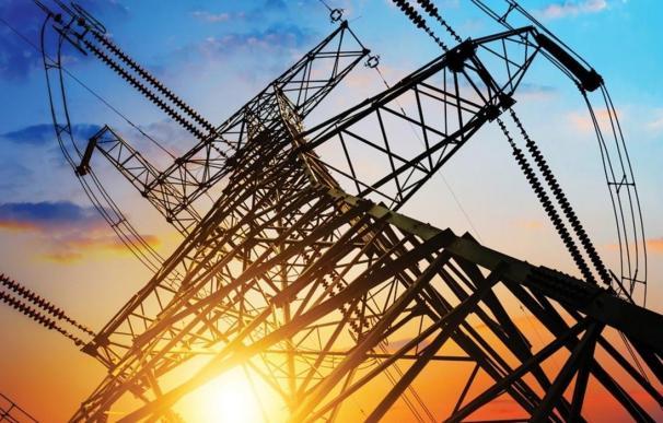 El precio de la luz marca nuevo récord en plena guerra de Ribera y las eléctricas