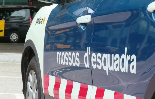 Los Mossos d'Esquadra investigan en el aeropuerto de Barcelona la huida del padre que mató a su hijo.