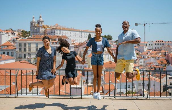 Amon y Christina Browing jubilados y viviendo en Portugal.