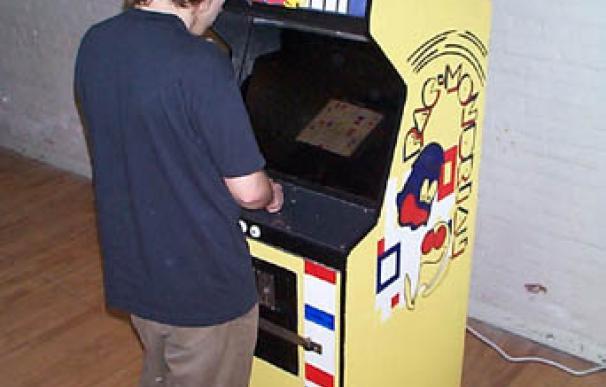 artcadecabinet_playing