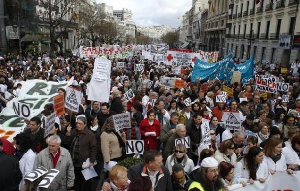 """La """"marea blanca"""" vuelve a reivindicar una sanidad pública en Madrid"""