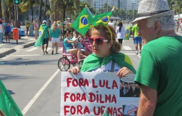 clase-grita-Dilma-playa-Copacabana_797330304_35961193_667x375
