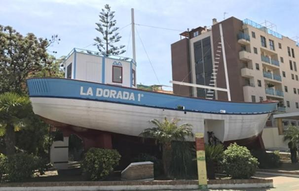 barco de chanquete en nerja falso