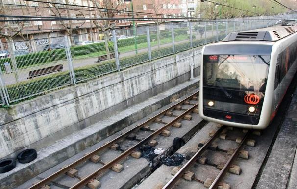 Estación de metro afectada por explosivo y un autobús incendiado en Vizcaya