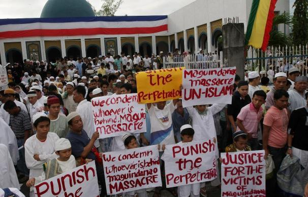 La ministra de Justicia dice que los testigos identifican al jefe de la matanza en Filipinas
