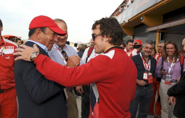 Fernando Alonso entregó las becas Universia que llevan su nombre
