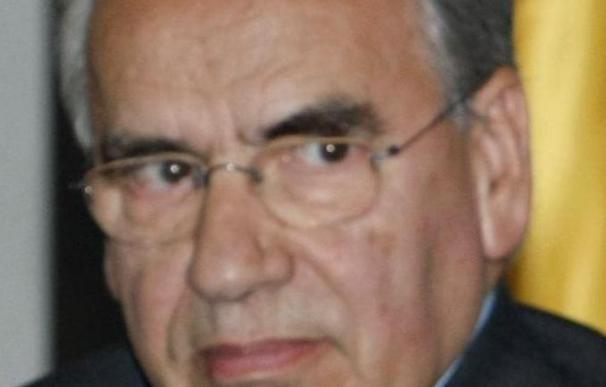 "Alfonso Guerra destaca la ""trayectoria de neutralidad probada"" de Oliart"