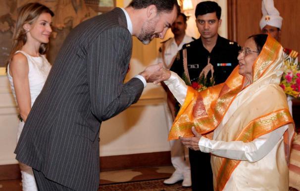 El Príncipe apoya la difusión del español en la India ante la creciente demanda